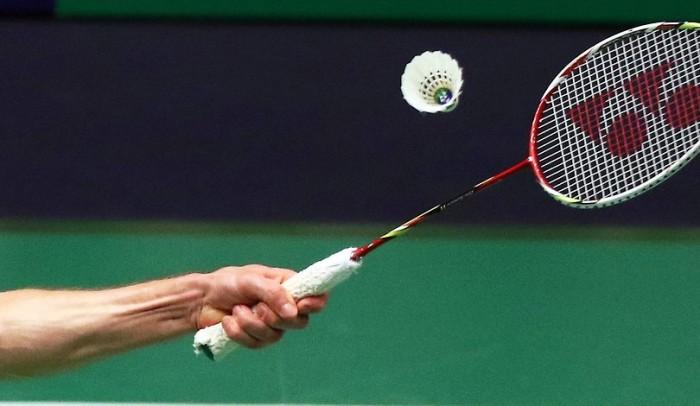 badminton-serv-1